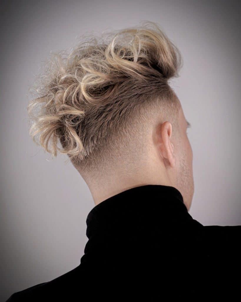 Модные молодежные стрижки на средние волосы