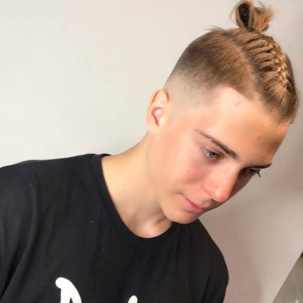 Стильные прически для мальчиков с длинными волосами